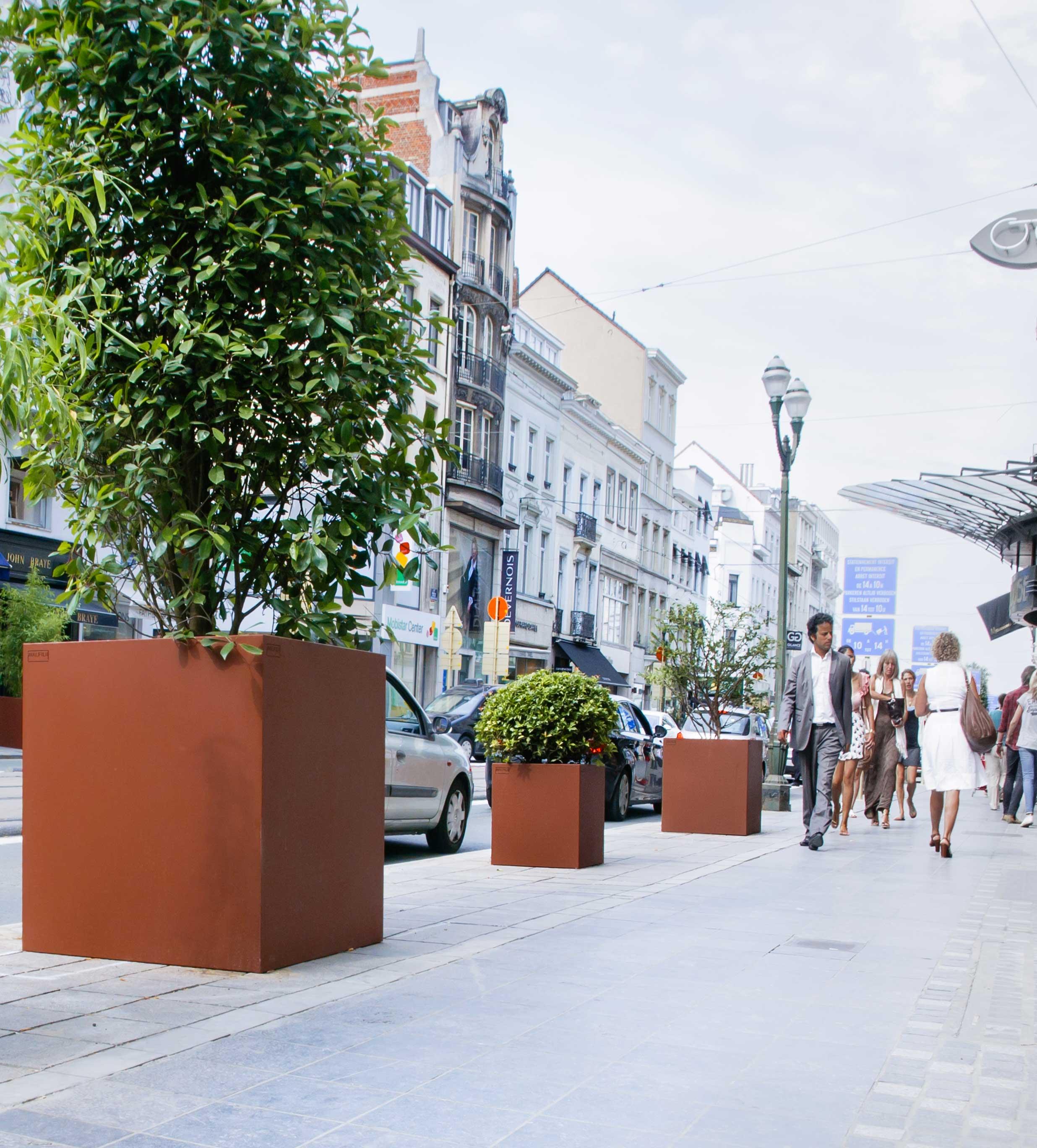 walfilii-realisaties-straat-plantenbakken-staal-design-louizalaan-Brussel-Belgie-9